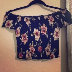 Kendall & Kylie flower 🌸 crop-top 🌹